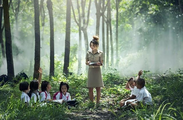เด็กไทย ใส่ใจศึกษา พาชาติมั่นคง